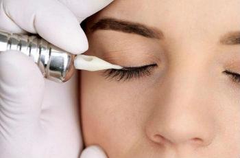 Уход после процедуры перманентного макияжа век: основные нюансы